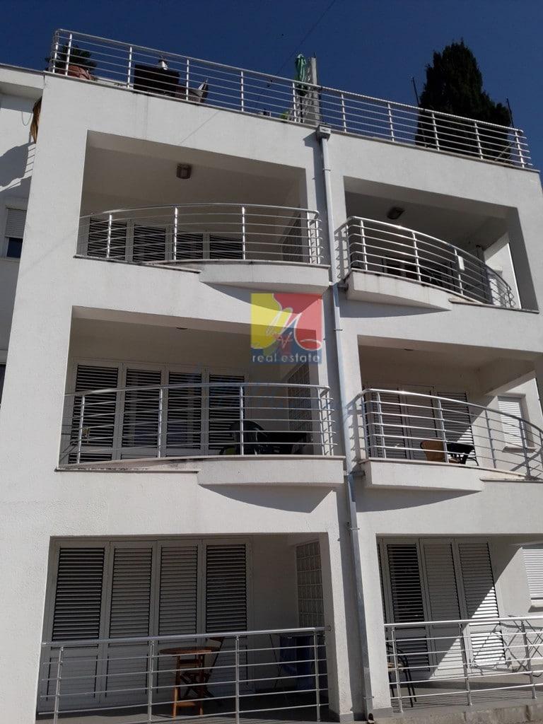 Квартира в Херцег Нови с бассейном
