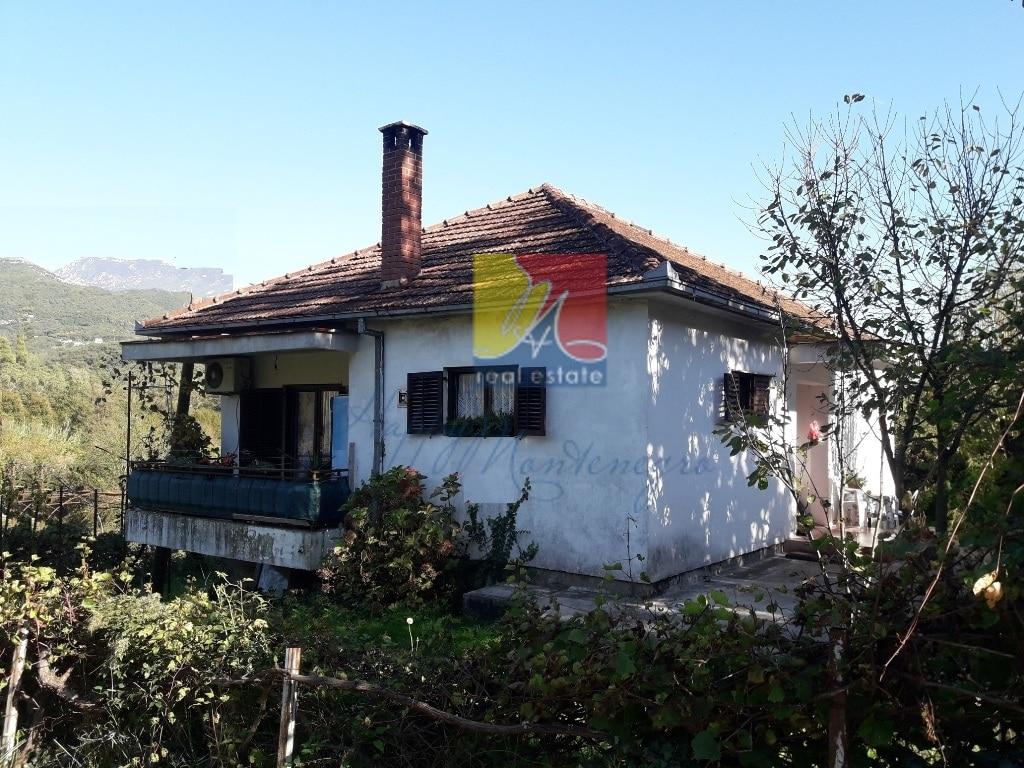 Дом с садом в Херцег Нови