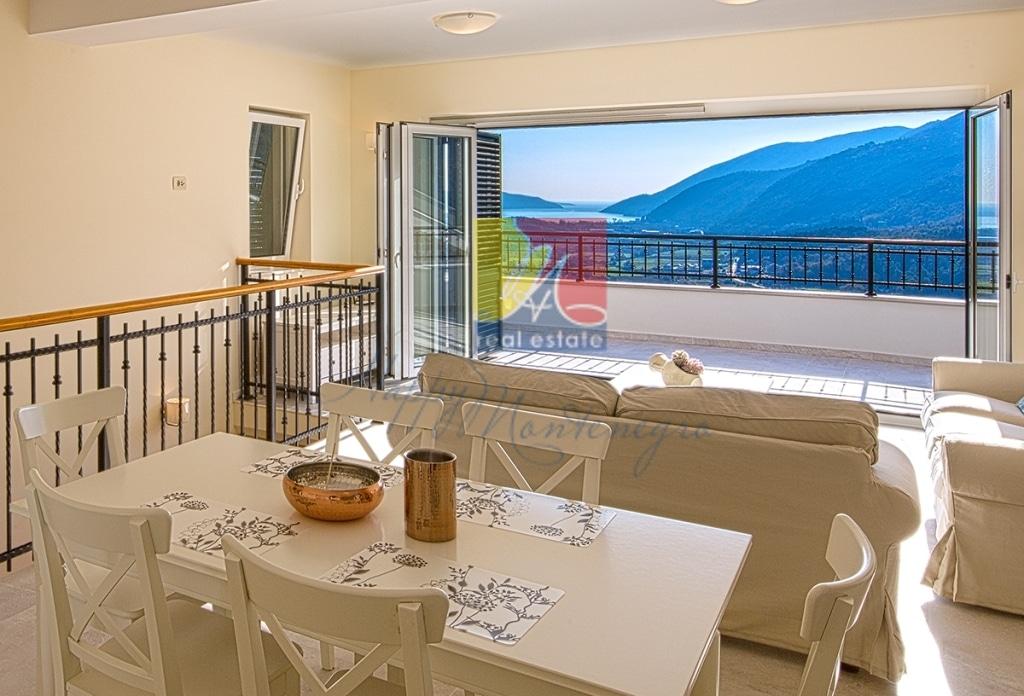 Вилла с панорамным видом на море и горы