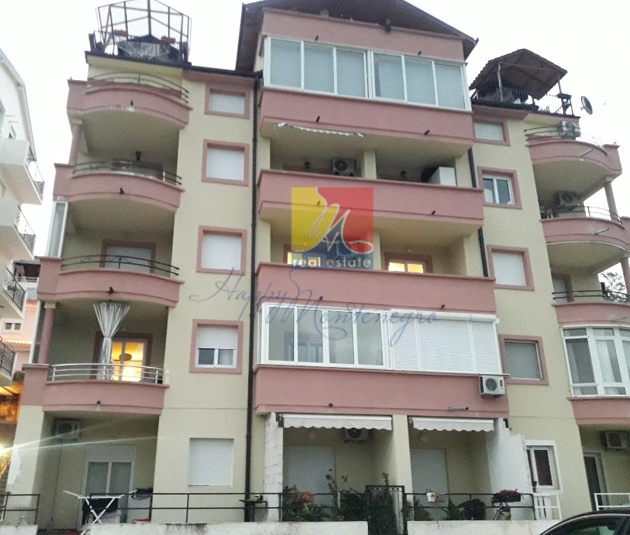 Квартира в городе с видом на море