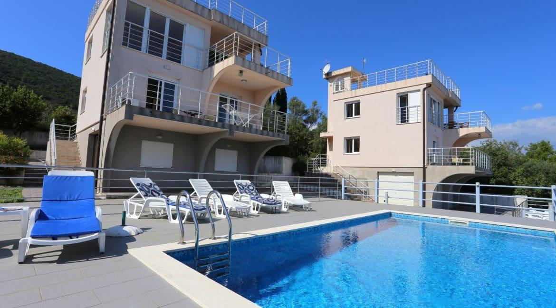 pool & houses (1)