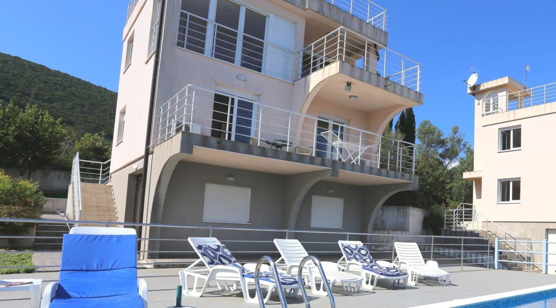 pool & houses