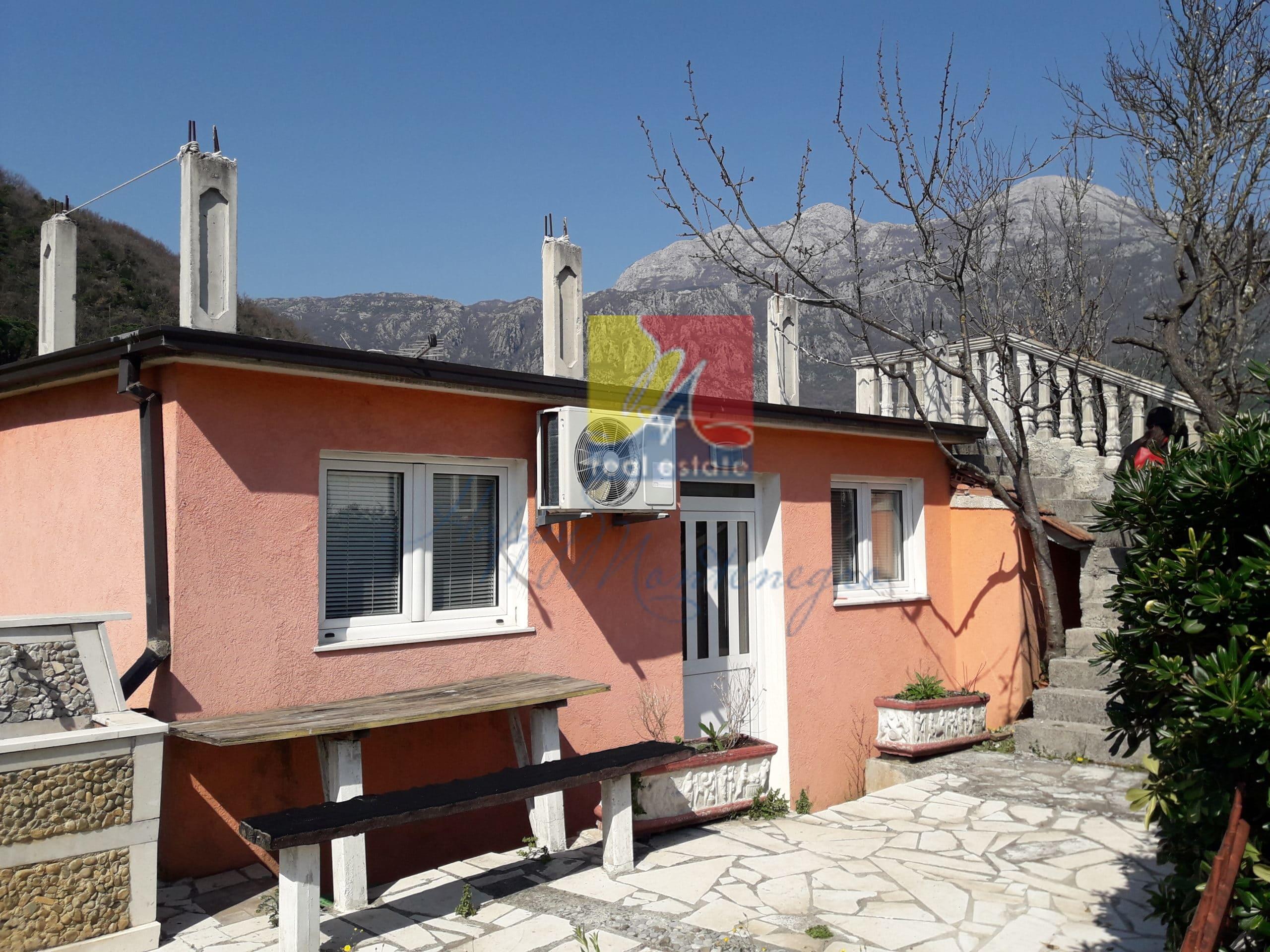 Дома в Херцег Нови