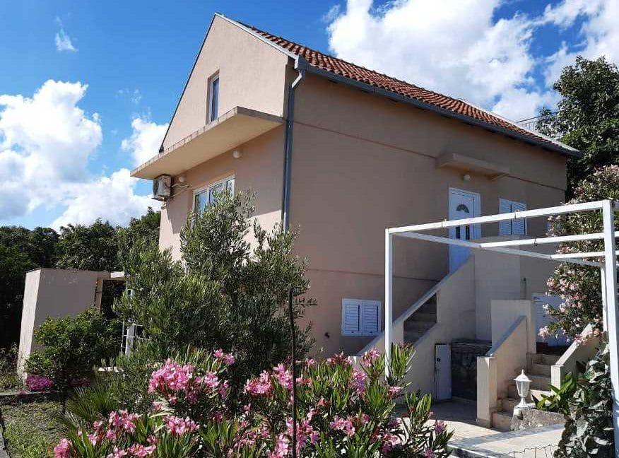 happy-montenegro-dom-na-more-fasad