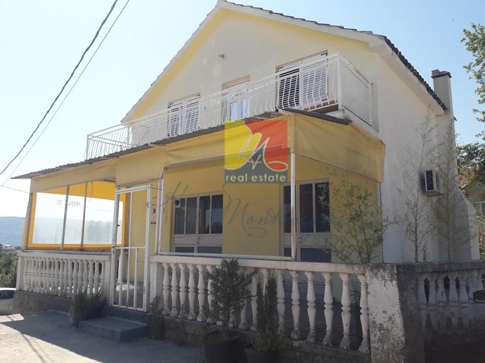 Дом с коммерческим помещением в Херцег Нови