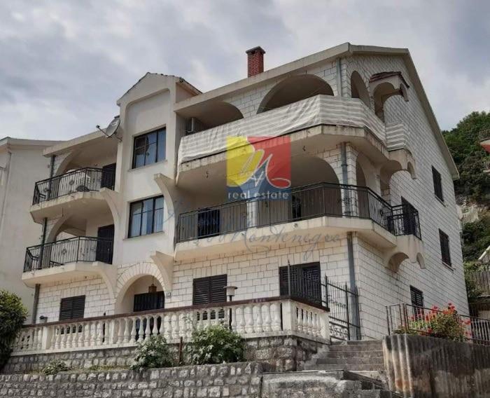 Montenegro-dom-v-chernogorii1