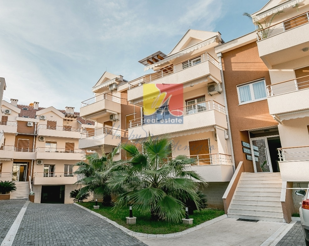 Квартира в Черногории в комплексе с бассейном